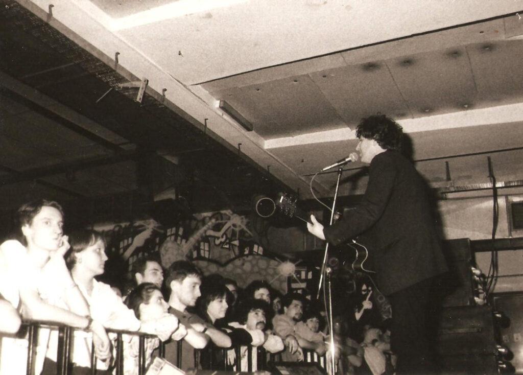 Steve Wynn sul palco del Bloom. 1991