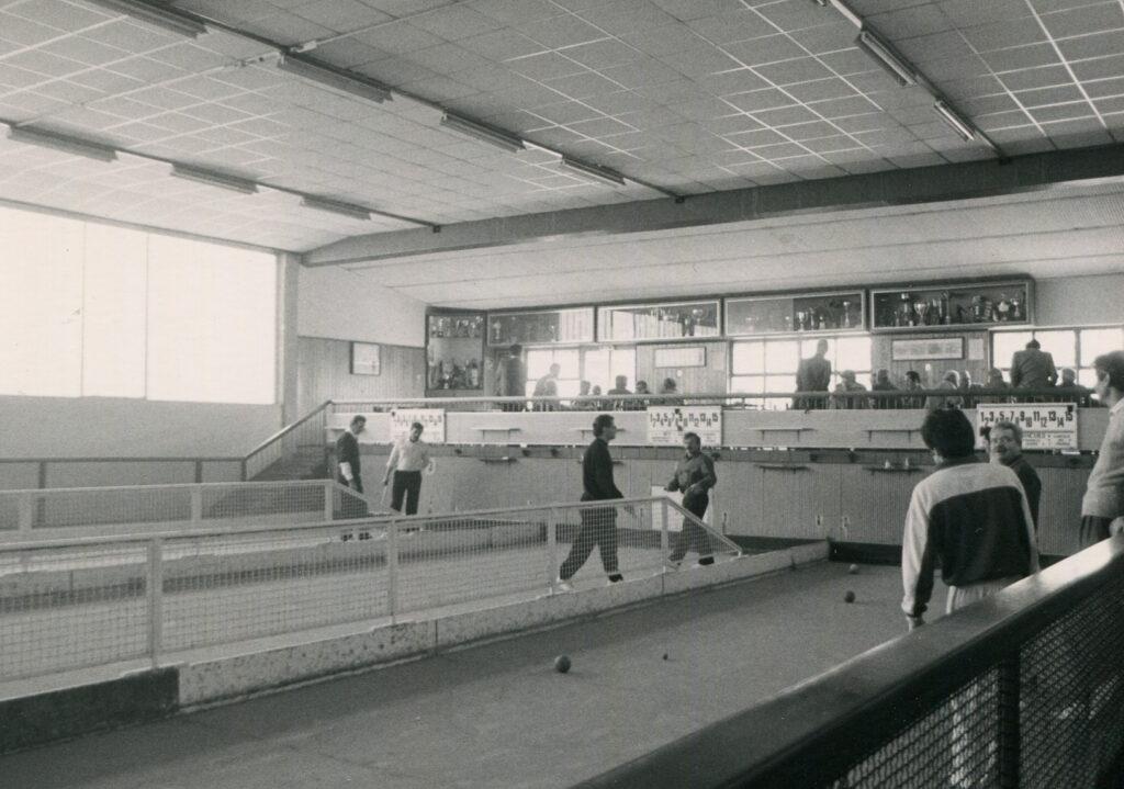 Interno del bocciodromo. 1985 ca.