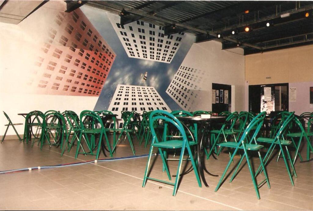 La sala concerti nel suo aspetto originario. Con le mitiche sedie verdi. 1987