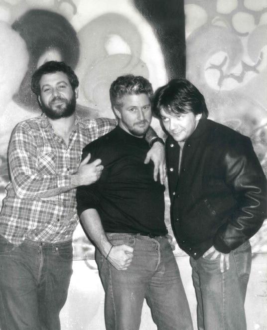 I Firehose. La band si è esibita due volte al Bloom: la prima nel settembre 1989, la seconda, avendo come supporter la band Hole, nel novembre 1991. In questo ritratto, nel1989
