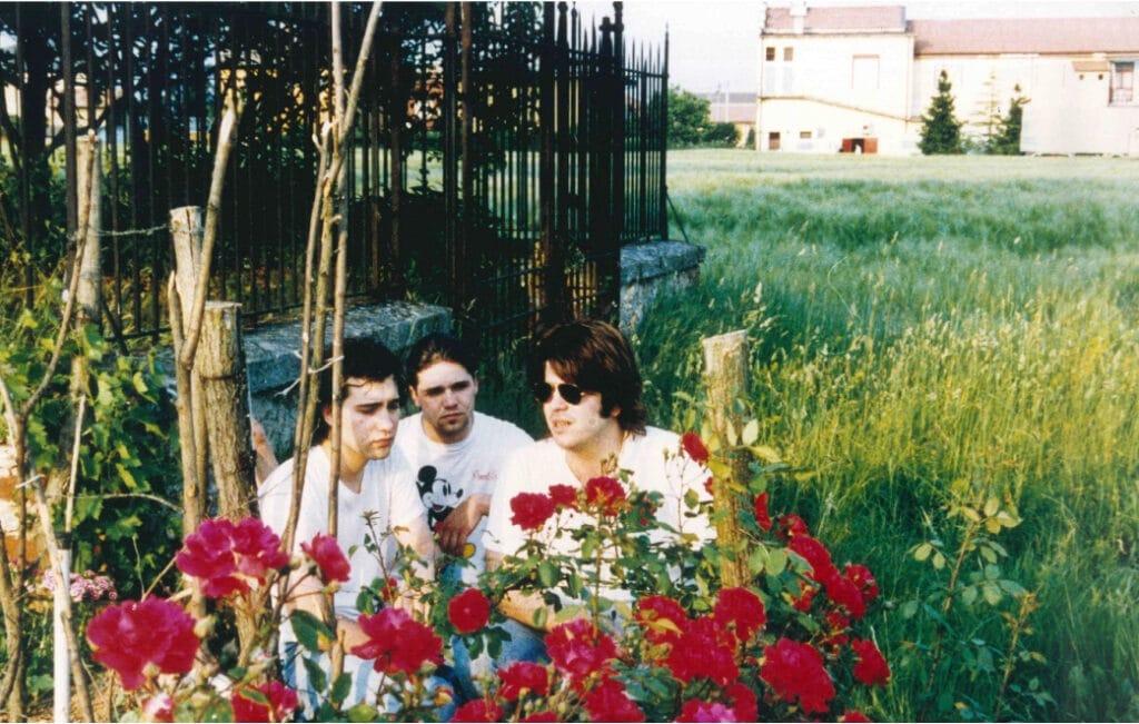 I Grant Hart in raccoglimento prima del concerto presso la cappella Maggi, cappella funeraria nella campagna vicina a Bloom. 1991