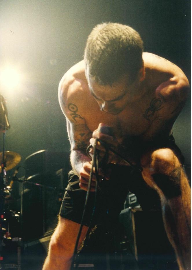 Henry Rollins sul palco del Bloom. 1990