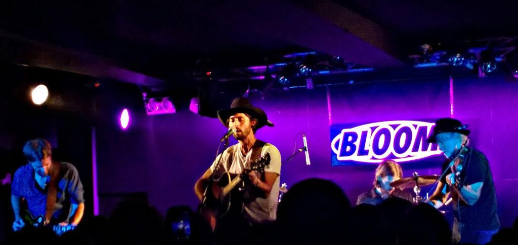 Ryan Bingham, cantautore statunitense, rappresentante del nuovo folk americano, vincitore di un premio Oscar per il brano The Weary Kind del film Crazy Heart. 2015