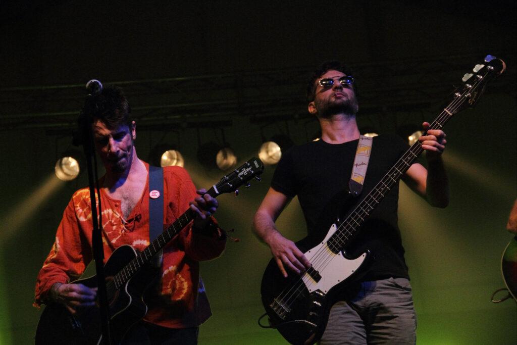 La Famiglia Rossi in concerto. 2009. La band bergamasca, col suo rock folk e i suoi testi di impegno politico, è una grande amica di Bloom, dove si è esibita molte volte sul palco di Mezzago e ai festival esterni.