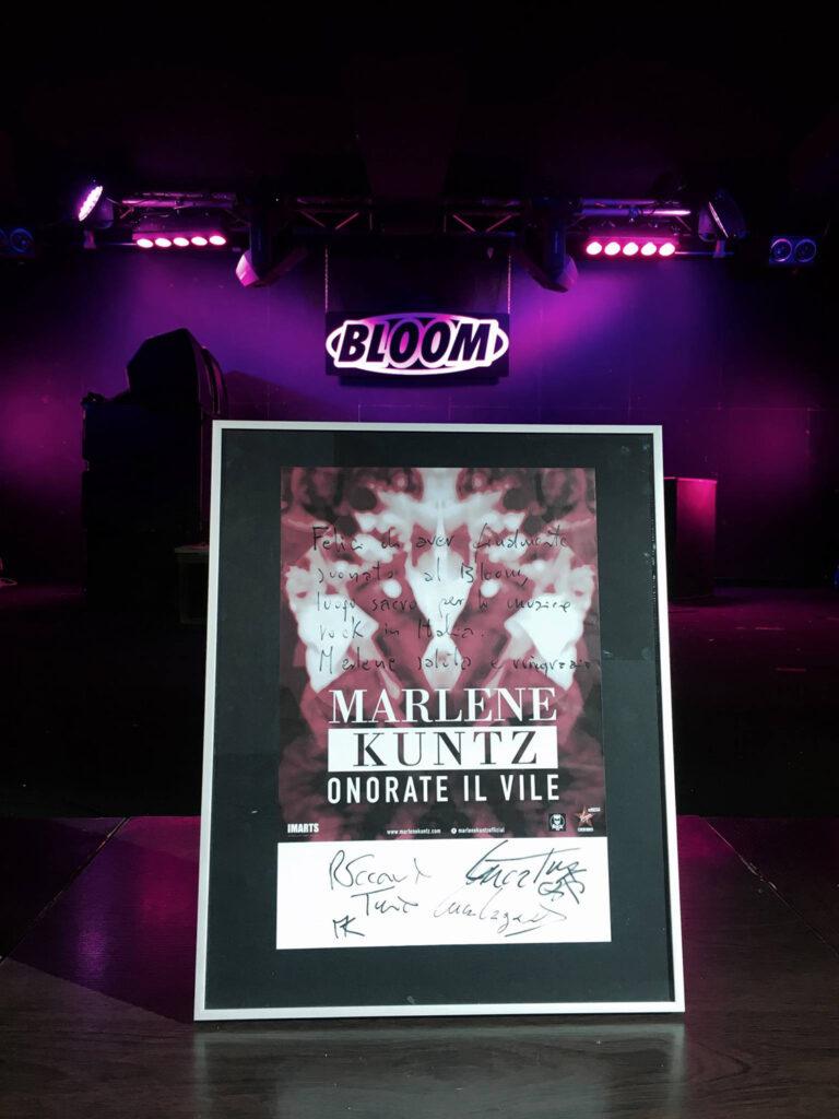 """Manifesto con dedica dei Marlene Kuntz: """"Felici di aver suonato al Bloom, luogo sacro per la musica rock in Italia. Marlene saluta e ringrazia."""" 2017. La band aveva inviato una cassetta per suonare a Bloom agli inizi degli anni Novanta, ma era stata scartata."""