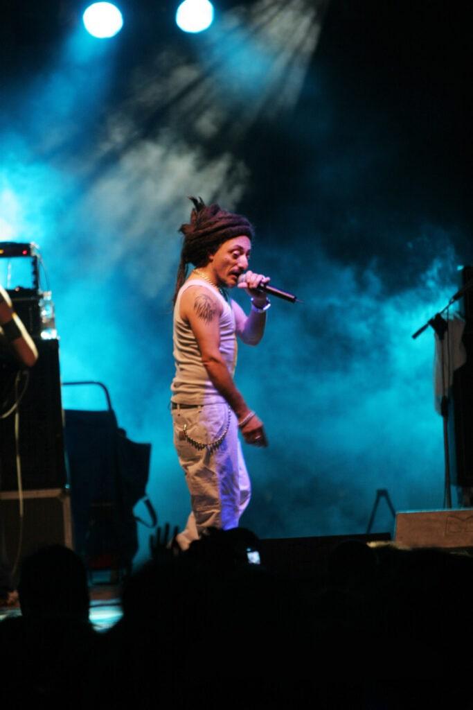 Concerto degli Africa Unite, 2011. I padrini del reggae made in Italy hanno accompagnato Bloom fin dagli inizi: il primo concerto nel 1987, seguito da numerosi altri a Mezzago e al festival di cascina Monluè.