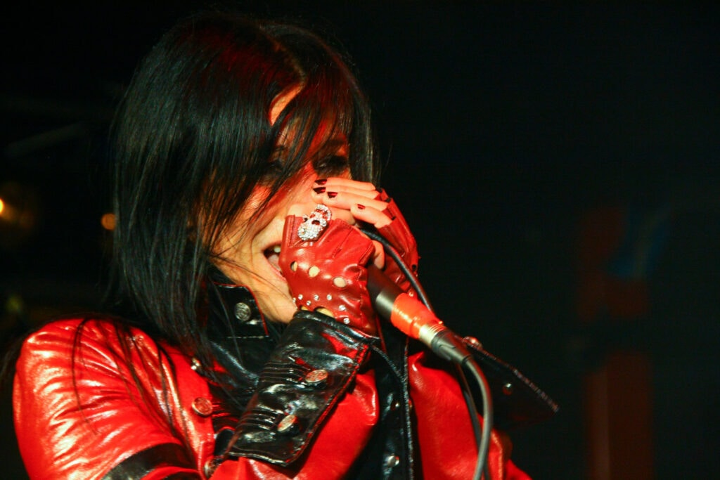 Lacuna Coil in concerto. 2011. La band metal di Cristina Scabbia è più famosa all'estero che in Italia.