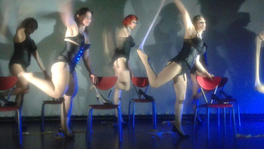 Le partecipanti al corso di burlesque. 2017