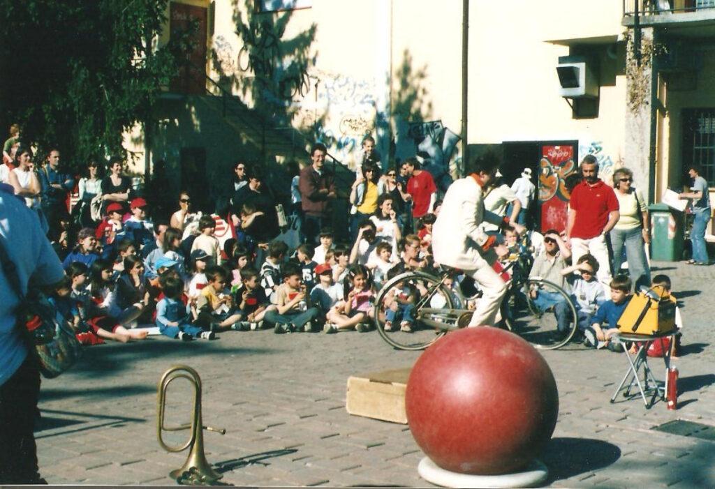 Spettacolo per bambini di Teo Clown sulla terrazza. 2005