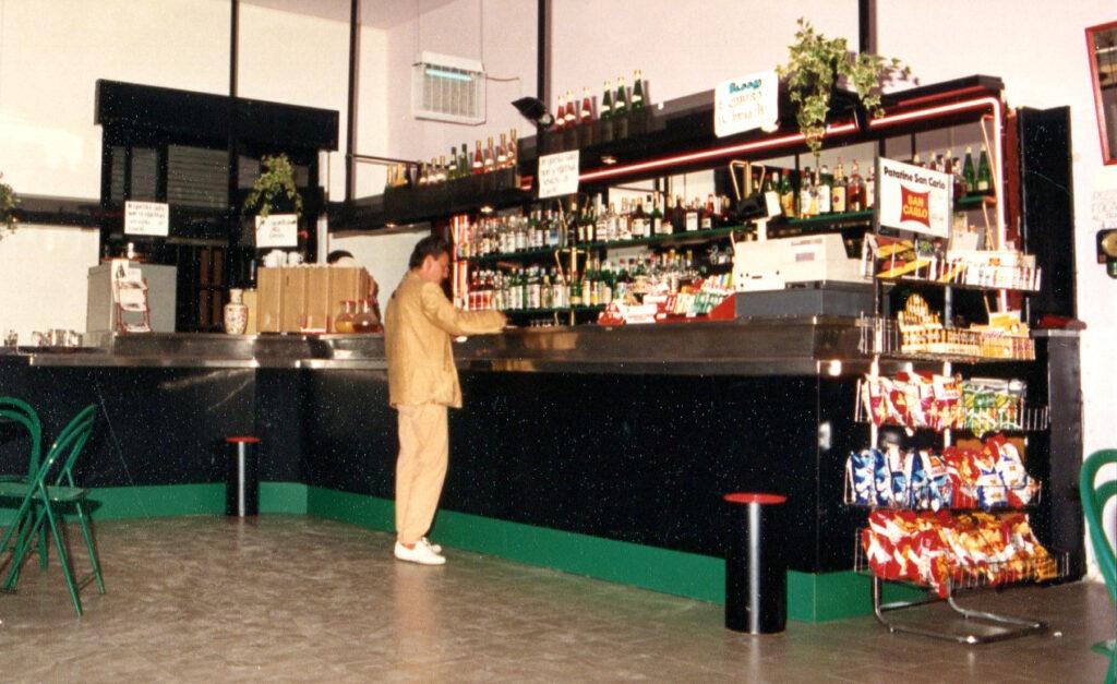 Il bancone del bar nella versione originaria. 1988