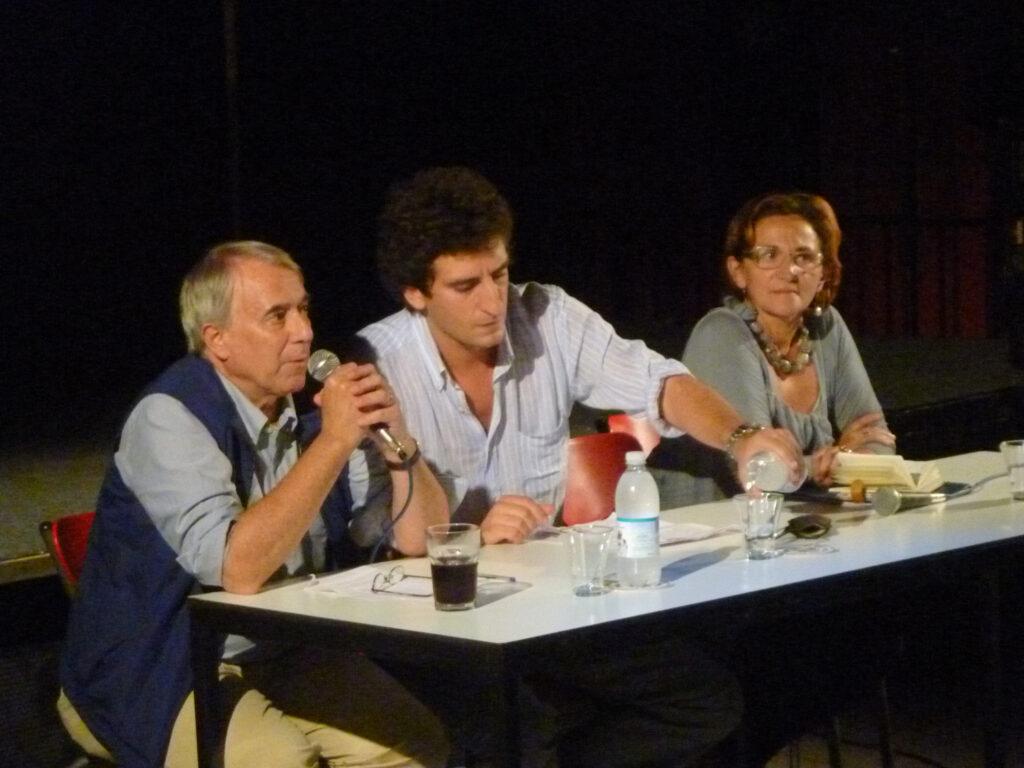 Giuliano Pisapia, Paolo Maggioni e Rosalba Colombo durante un dibattito. 2011
