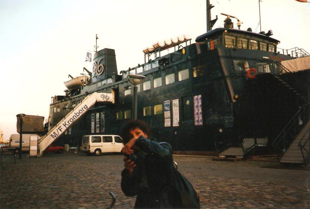 La motonave Kronborg ancorata nel porto di Copenhagen, trasformata in centro culturale gestito da Trans Europe Halles.1996